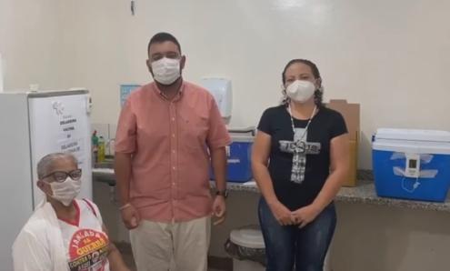 Prefeitura de Jangada inicia vacinação contra Covid-19 em servidores da Saúde